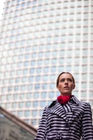 Centre Point, Londra - foto Sam Christmas. Abito Eley Kishimoto