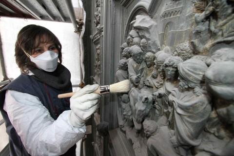Restauro Porta Nord del Battistero di Firenze courtesy Opera di Santa Maria del Fiore foto Marco Mori