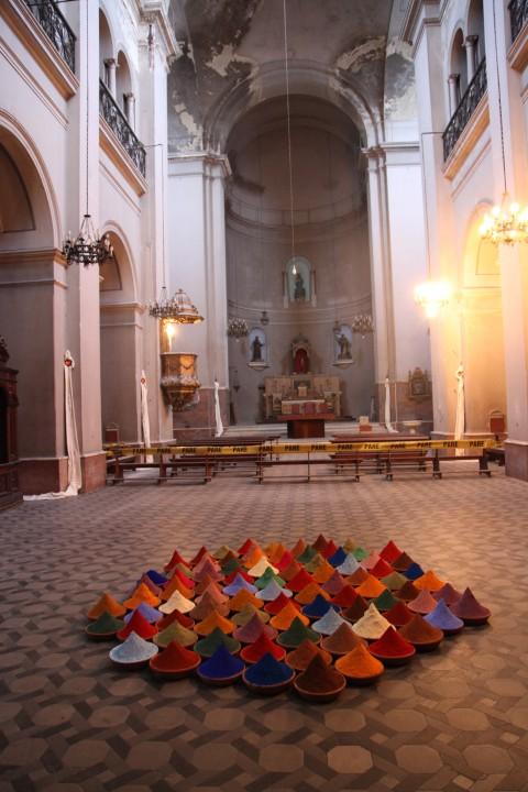 Sonia Falcone, Campi di colore, 2013, 81 vasi di terracotta - photo Arnol JImenez