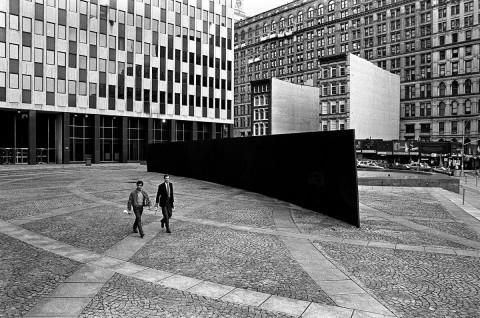 Richard Serra, Tilted Arc, Federal Plaza, New York 1981-1989