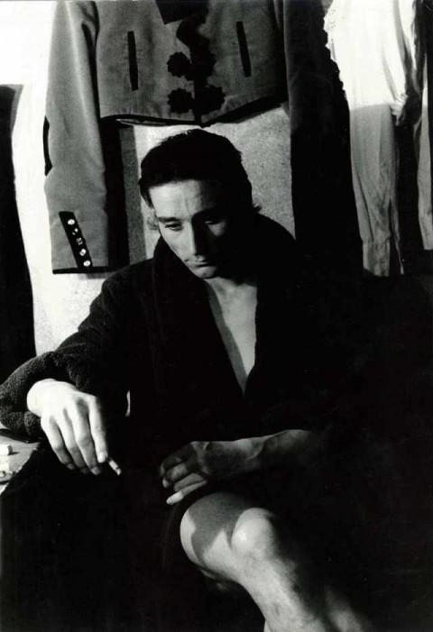 Carla Cerati, Senza titolo (Milano. Antonio Gades in camerino dopo lo spettacolo), s.d. (aprile 1969) © Carla Cerati