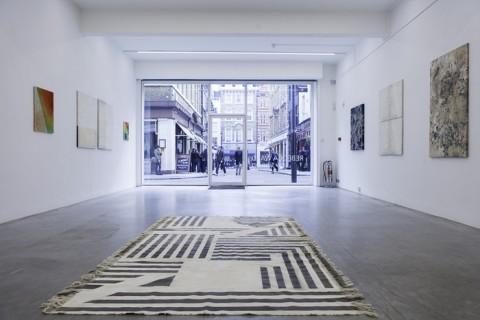 Rebecca Ward - cow tipping - veduta della mostra presso la Ronchini Gallery, Londra 2013