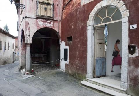 L'ingresso di Asilo Bianco, Ameno