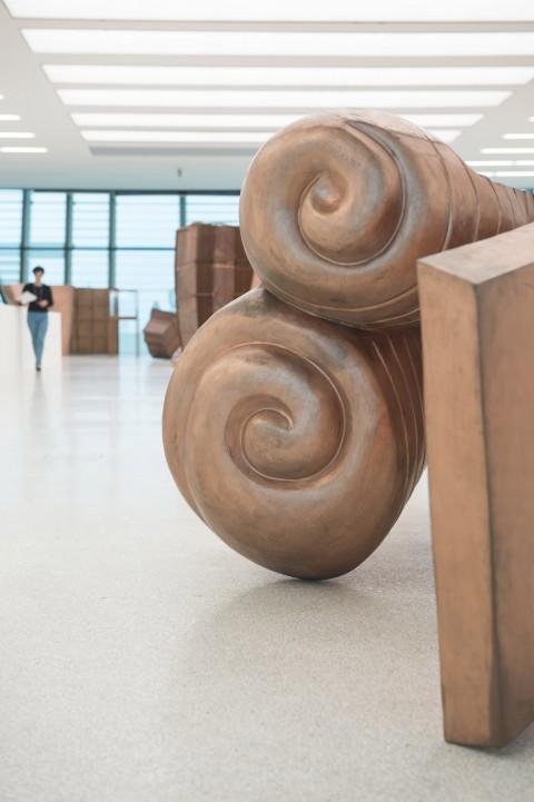 Danh Vo - Fabulous Muscles - veduta della mostra presso Museion, Bolzano 2013 - © Danh Vo, courtesy Galerie Chantal Crousel. Foto Othmar Seehauser