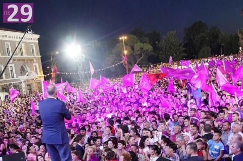Uno degli ultimi comizi di Edi Rama prima di vincere le elezioni