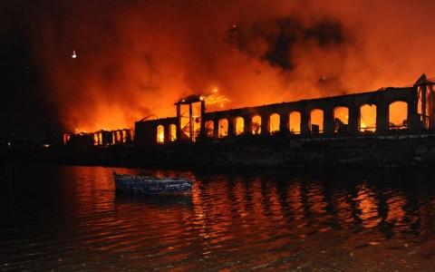 La Città della Scienza di Napoli in fiamme