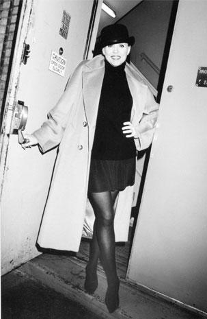 Ann Reinking con indosso il cappotto 101801 di Max Mara - foto Icona 101801 Roxanne Lewit