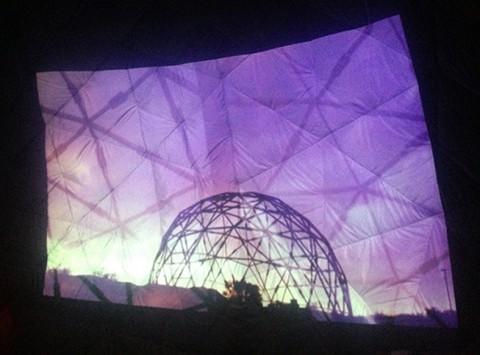 Proiezione del documentario Drop City - MoMA PS1 Dome, Rockaway Beach, New York, 2013