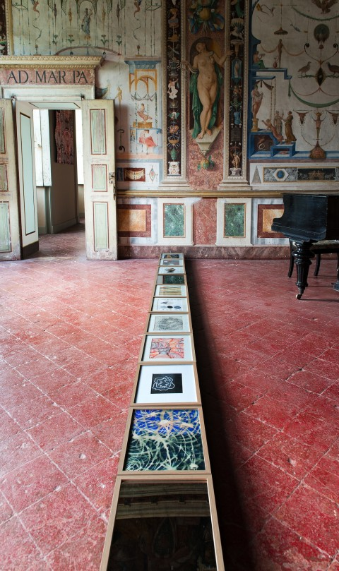 Maurizio Donzelli, Dodici Riquadri, 2012-2013, acquerelli su carta e specchi, Sala delle Grottesche, affreschi di Giulio Campi