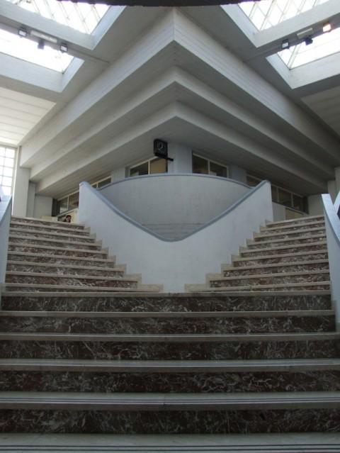 Paolo Portoghesi, Accademia di Belle Arti, L'Aquila; particolare della scalinata interna; 1978-1982