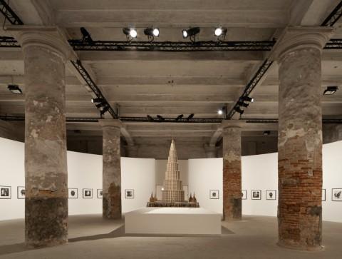 L'ingresso dell'Arsenale con il Palazzo Enciclopedico di Marino Auriti