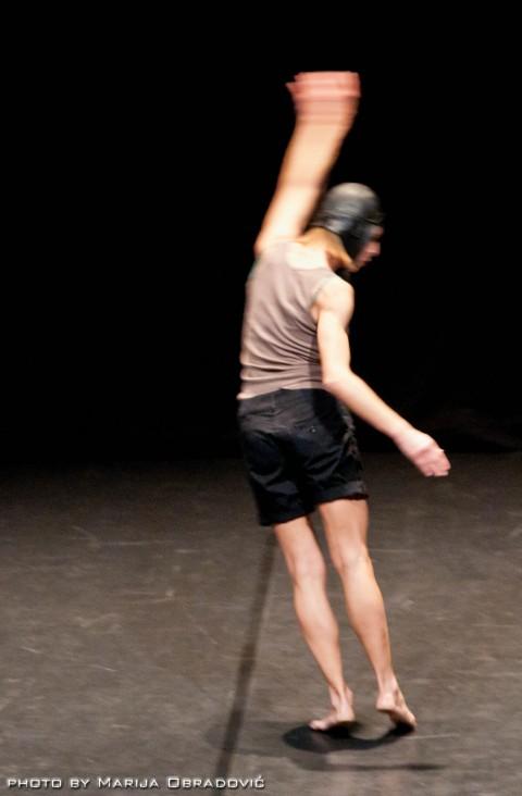 Simona Bertozzi Bird's eye view. Appunti coreografici per Mimicry - photo Marija Obradovic