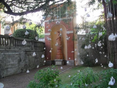 Un'opera di Matilde Domestico presso il Parco Neogotico di Ameno