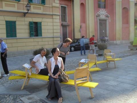 Panchina di Gianmaria Sforza sonorizzata da Gianluca Codeghini in piazza Marconi ad Ameno