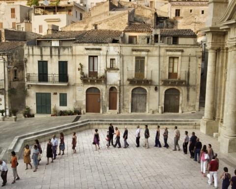 Adrian Paci, The encounter, 2011, video, 22', courtesy dell'artista e di kaufmann repetto, milano
