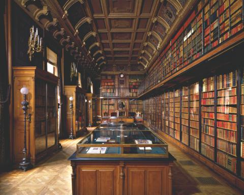 La biblioteca di Chantilly fotografata da Massimo Listri