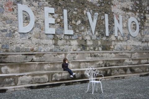 Marcello Maloberti, I baci più dolci del vino - All'aperto, Fondazione Zegna, Trivero 2013