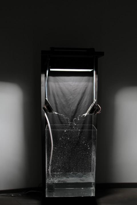 Matteo Maino, 24 times per second truth, speakers, cassa in plexiglas, 2013