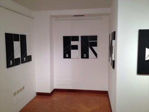 Tomaso Binga – Scritture Viventi - veduta della mostra presso la Galleria Galeotti, Macerata 2013