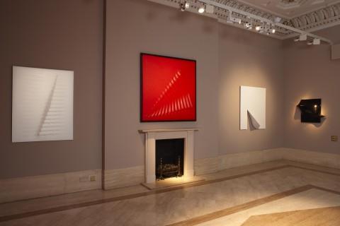 Agostino Bonalumi - All the Shapes of Space - veduta della mostra presso Robilant + Voena, Londra 2013