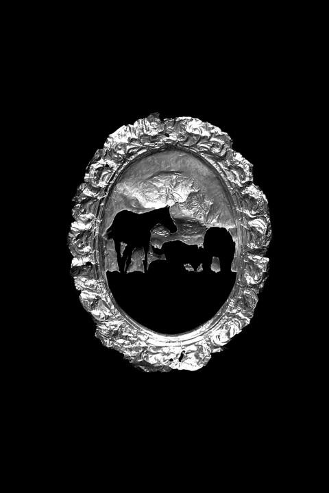Francesco Moro, Fragili ricordi, 2013, calco in carta stagnola ricalcata, 15 x 11 cm