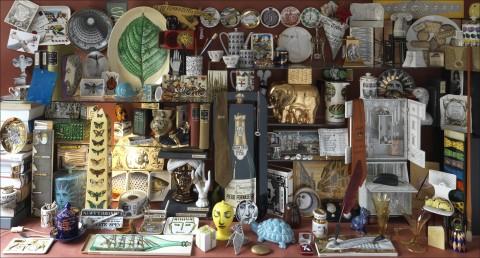 Vetrinetta, piccola wunderkammer, di oggetti di Piero Fornasetti. Courtesy Fornasetti