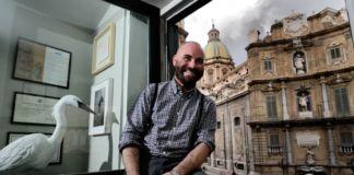 Francesco Pantaleone, nell'ufficio della galleria a Palermo