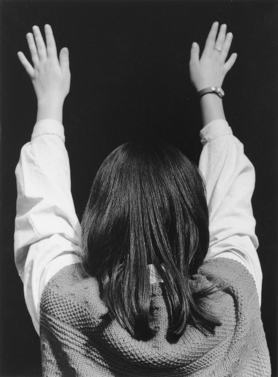 Turi Rapisarda, Mani in alto, 1992 94, serie di 28 fotografie b n, 40 x 30 cm, edizione di 3, courtesy RizzutoGallery