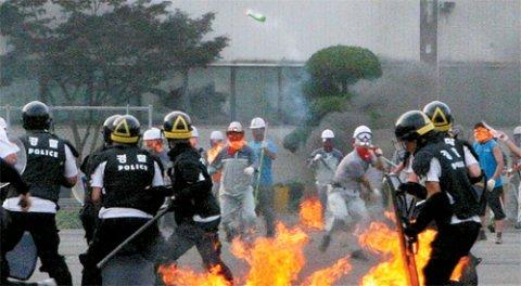 Scontri fra operai e polizia in Corea del Sud