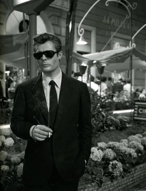 Marcello Mastroianni ne La dolce vita (Federico Fellini 1960)