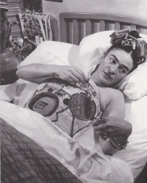 Juan Guzmán, Frida nel letto d'ospedale con specchio, Città del Messico, 1951 circa