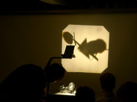 """Laboratorio per bambini in occasione della mostra """"Adolph Gottlieb. Una retrospettiva"""", Collezione Peggy Guggenheim, Venezia 2010-2011"""