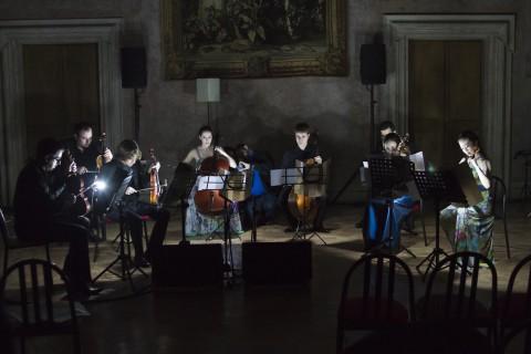 Interno di Villa Medici durante un concerto per il festival Controtempo