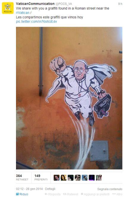 Il Papa-Superman twittato dal Vaticano