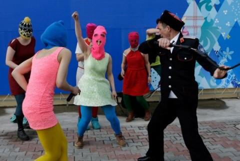Il pestaggio delle Pussy Riot a Sochi
