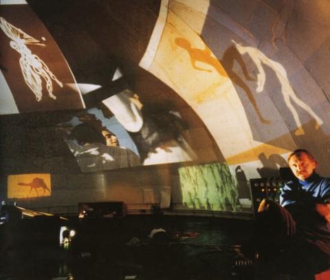 Stan VanDerBeek, Movie-Drome interior, Stony Point, New York, 1965 - © Estate of Peter Moore / VAGA, New York - Photo Peter Moore