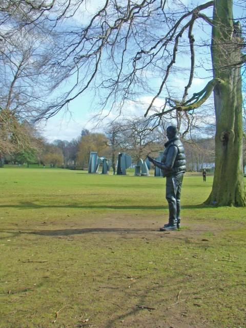 Tom Price, Network, 2012. Anthony Caro, Promenade, 1996 - Yorkshire Sculpture Park