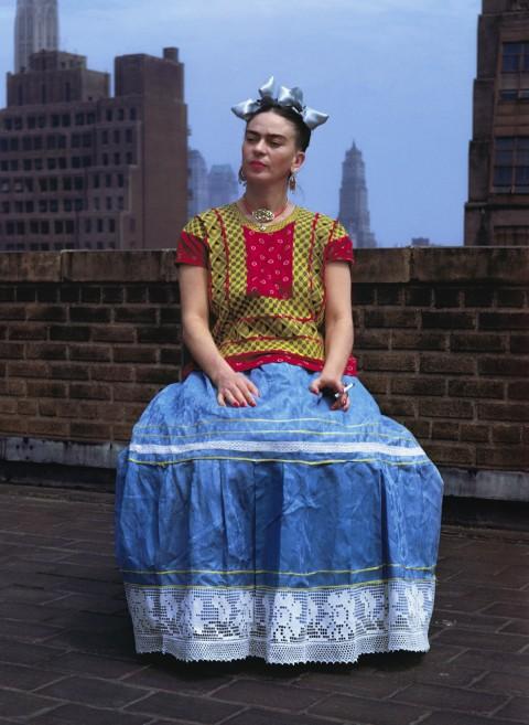 Nickolas Muray, Frida sulla panchina bianca, New York, 1939 - The Jacques and Natasha Gelman Collection of 20th Century Mexican Art and The Vergel Foundation, Cuernavaca - Photo by Nickolas Muray