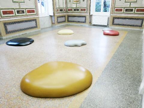 Thomas Grünfeld - Homey - veduta della mostra presso il Museo d'Arte Contemporanea Villa Croce, Genova 2014