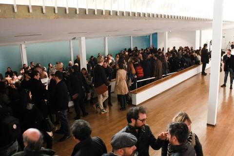 Regina José Galindo, Exhlaciòn (estoy viva), 2014 - photo Nico Covre/Vulcano - veduta del PAC - Padiglione d'Arte Contemporanea, Milano