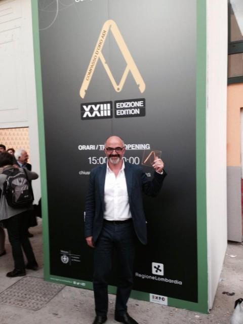 Stefano Micelli con il Compasso d'oro