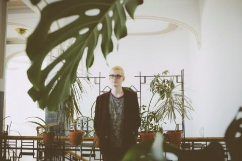 Gergő Horváth, curator della Bucharest Biennale 6. Photo Manu Nedila.