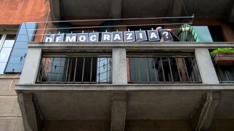 Domanda, fotogramma della performance di United artists from the Museum, Venezia, 28 Ottobre 2013 – riprese di Rural Boxx