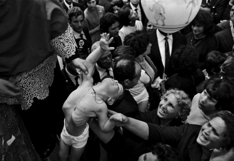 Ferdinando Scianna – FESTA DI SANT'ALFIO, CIRINO E FILADEFO, TRE CASTAGNI | 1963 | Carbon print on cotton paper | cm 50x73 | Courtesy of Artistocratic