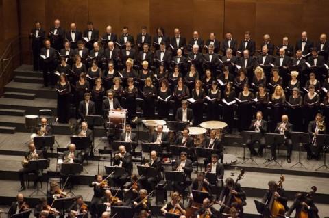 Il Coro e l'Orchestra del Maggio Musicale Fiorentino nella Prima del Roberto Devereux - Copyright Pietro Paolini, TerraProject, Contrasto