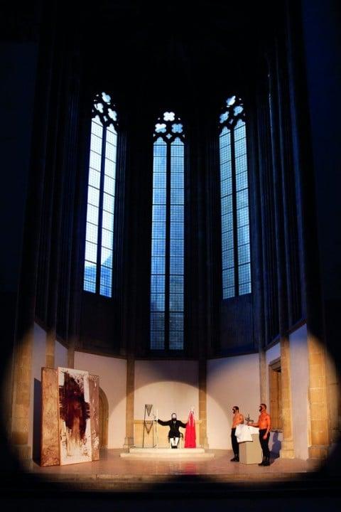 Luigi Presicce, La custodia del sangue nella giostra dei tori, performance per uno spettatore per volta, accompagnato, Chiesa di Santa Maria Donnaregina Vecchia, Napoli. 2012