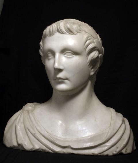Busto ritratto di Federico II di Svevia, XIII sec. Marmo lunense. Roma, Collezione Dino ed Ernesta Santarelli, inv. 30 C