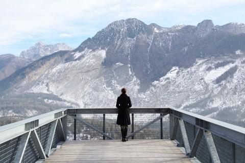 Nuovo Spazio di Casso - la passerella verso il Monte Toc