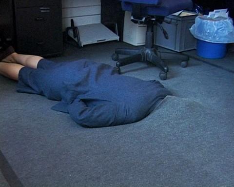 Sofia Hultén,Grey Area. 12 Attempts to hide in an office environment, 2001 (Videostill), © Bildrecht, Wien, 2014, Courtesy the artist and Konrad Fischer Galerie Düsseldorf / Berlin