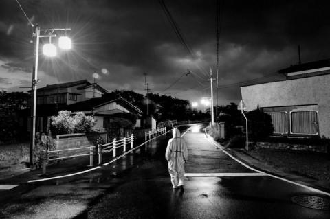 Pierpaolo Mittica Makomi in cerca di animali abbandonat, Fukushima,Odaka, zona di esclusione, 2011